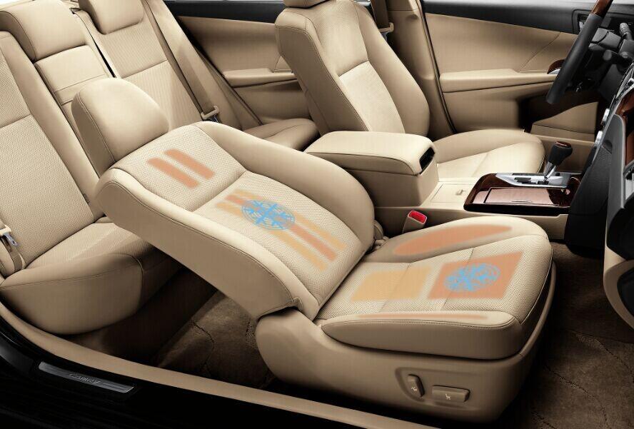 """全新凯美瑞车身加长25mm,车内配 置""""针灸""""式全新可加热座椅,舒适"""